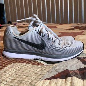 Women's Nike Zoom Pegasus 34 - Size 7.5